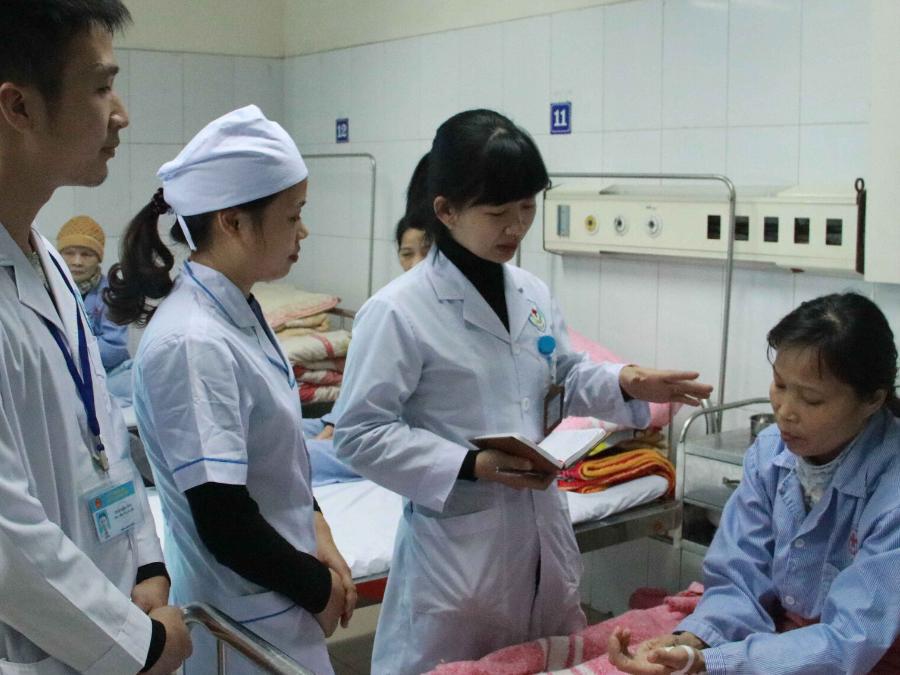 Hỗ trợ tâm lý người bệnh – Một trong những công việc hàng ngày của nhân viên công tác xã hội trong bệnh viện